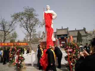 清明前孙中山塑像在郑