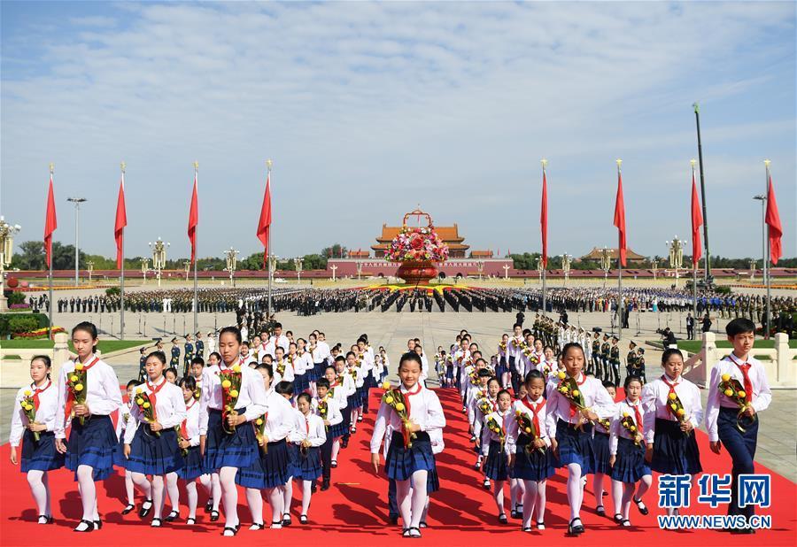 烈士纪念日向人民英雄敬献花篮仪式在京